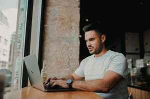 a fitness trainer marketing his business online